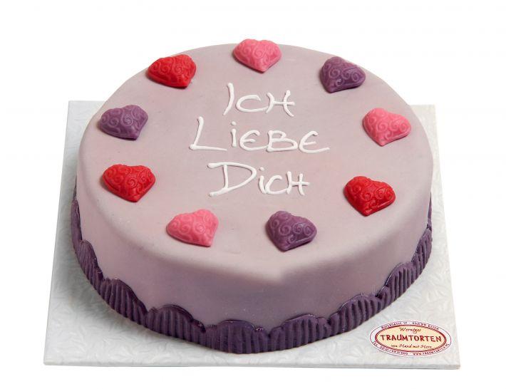 Lila Herzen Torte