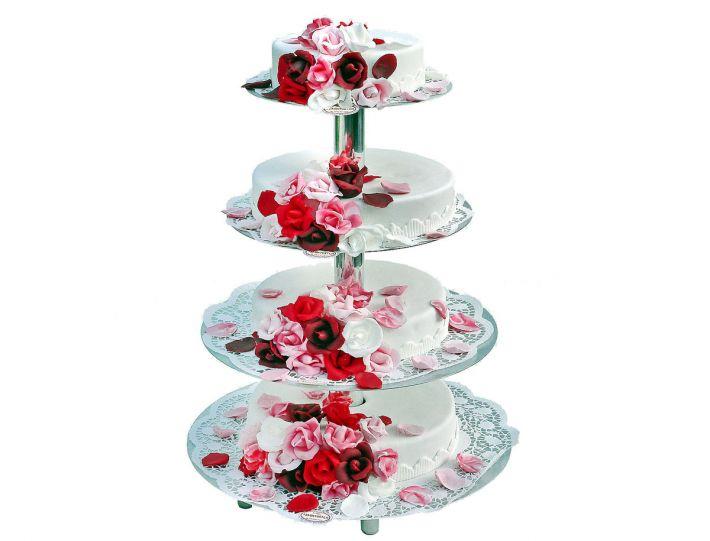 Rosenregen auf Etagere Torte
