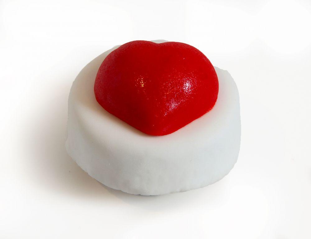 12 Mini Törtchen mit rotem Herz