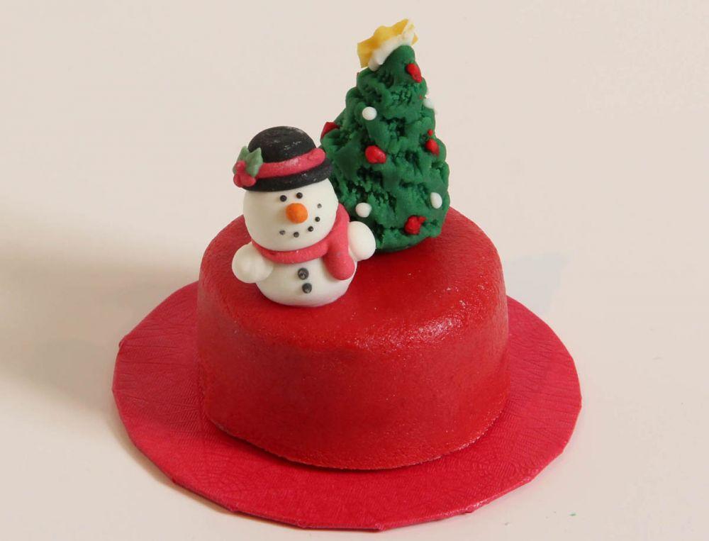 12 Weihnachts Törtchen Schneemann vor Tanne