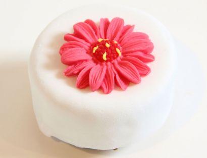 12 Mini Törtchen mit Sommerblume