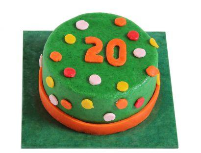 Bunt gepunktete Torte