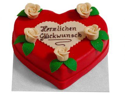 Rosen von Herzen Torte